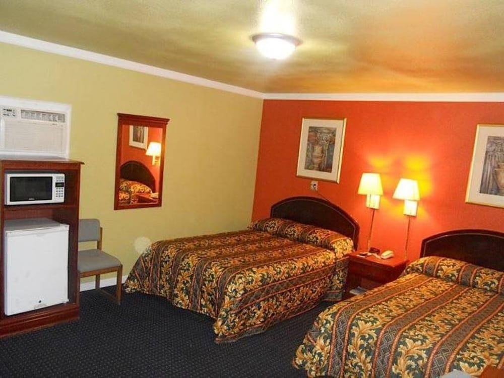 Budget ZZZZ Motel: 1209 West Caddo St, Cleveland, OK