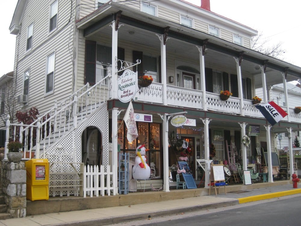 Edinburg Renaissance Bed & Breakfast: 212 N Main St, Edinburg, VA