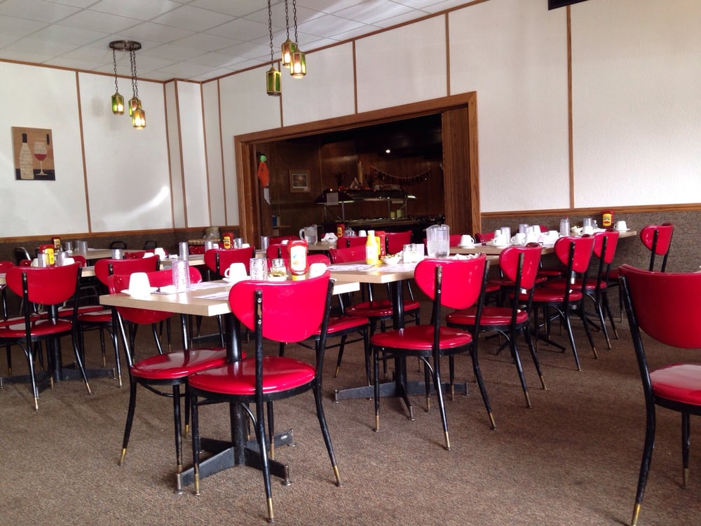 Jay's Restaurant and Lounge: 120 W 7th St, Sanborn, IA