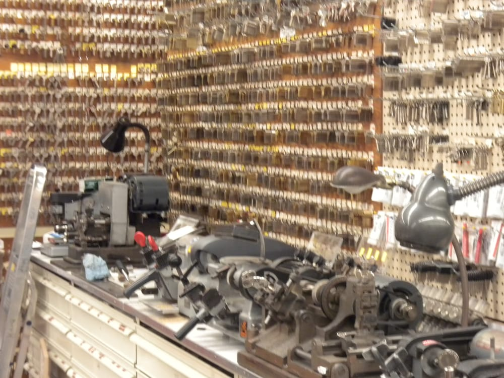 Ace hardware sports 17 photos hardware stores 419 for Fishing rod repair shops near me