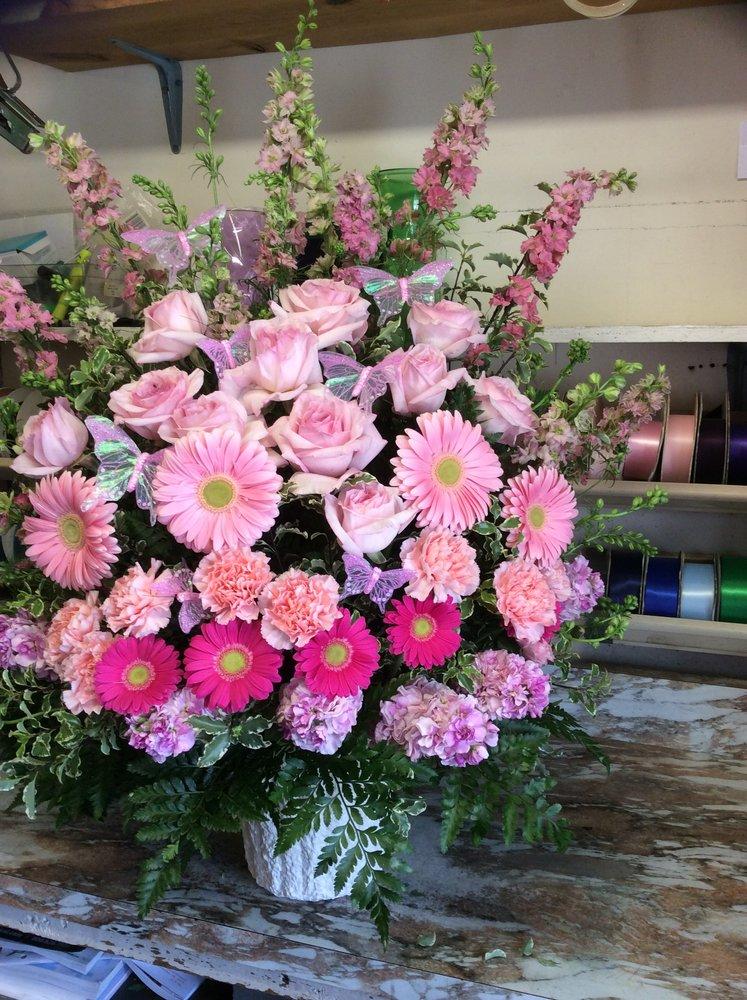Misty's House Of Flowers: 2705 N Walnut St, Muncie, IN