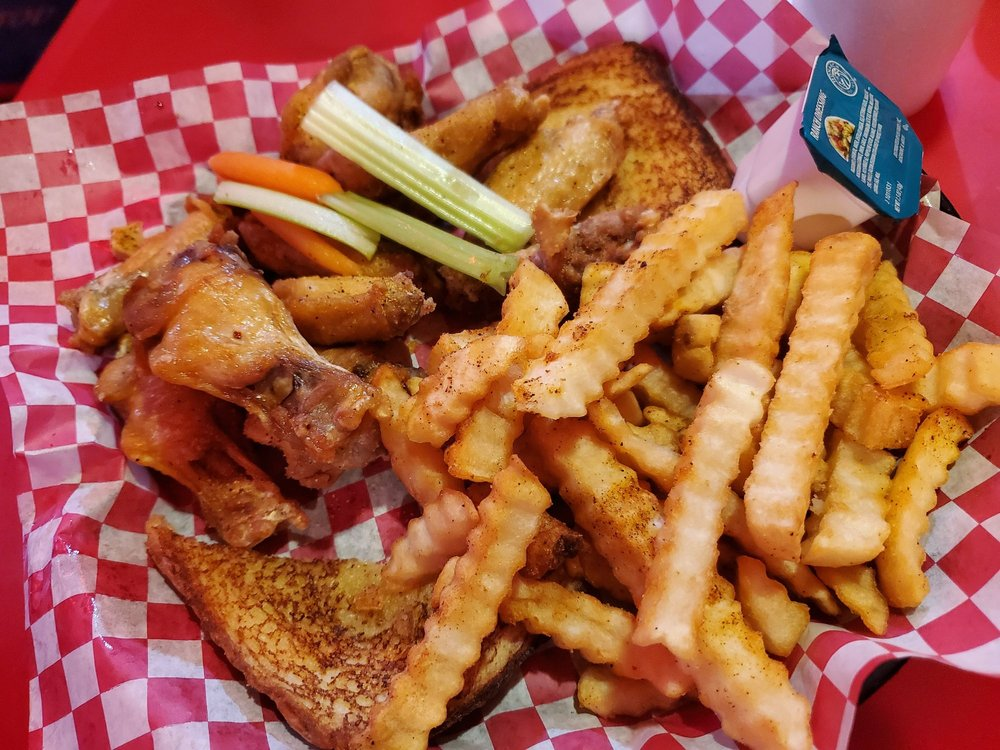 Food from Reggi's BBQ & Wings