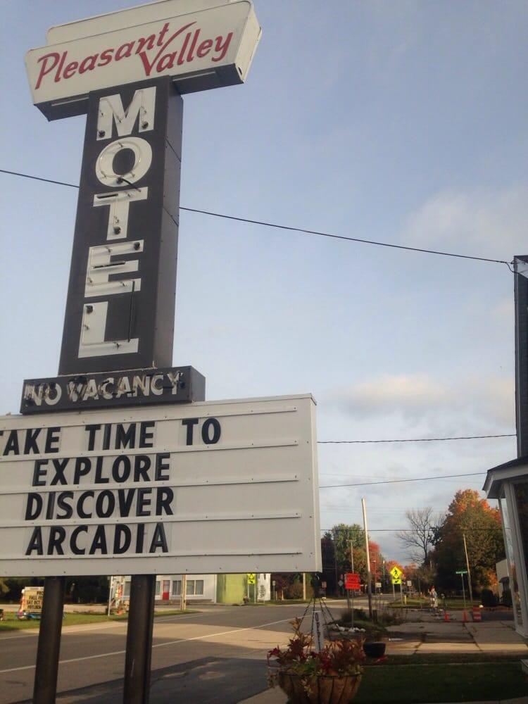 Pleasant Valley Resort: 17229 Northwood Hwy, Arcadia, MI