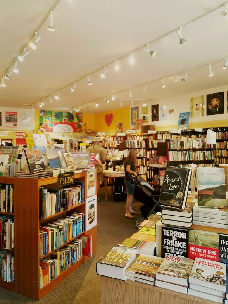 Readers Books: 130 E Napa St, Sonoma, CA