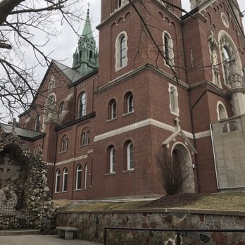 What are the three shrines at Holy Hill in Hubertus, Wisconsin?