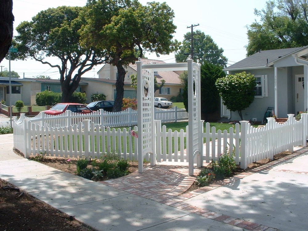 White vinyl picket fence gate with arbor yelp for Fence with arbor