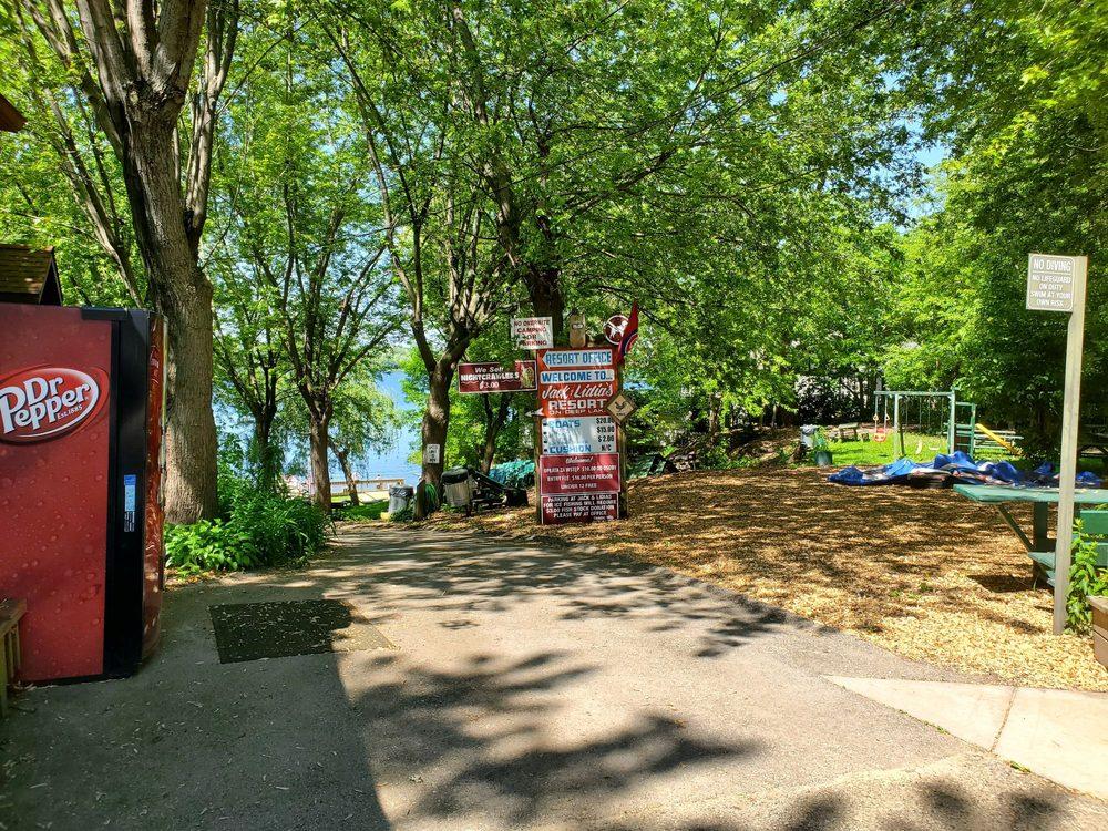 Jack & Lydia's Resort - Lake Villa