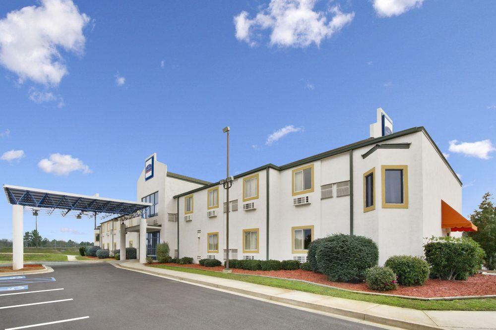 Howard Johnson by Wyndham Tifton: 579 Old Omega Road, Tifton, GA