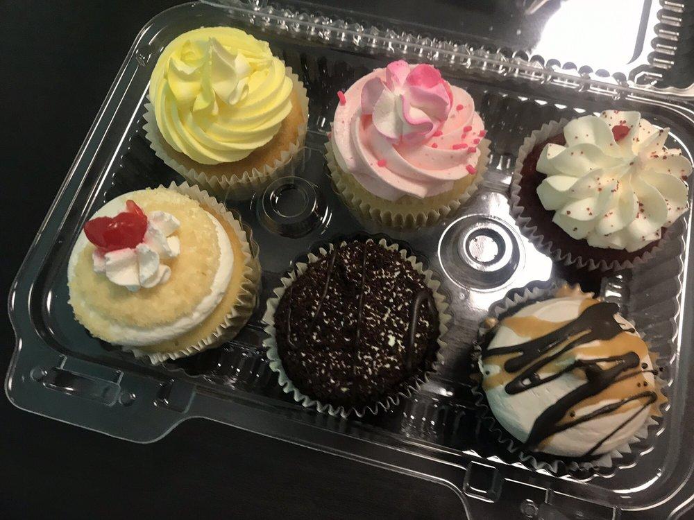 Sugardarlings Cupcakes: 11751 N Dale Mabry Hwy, Greater Carrollwood, FL