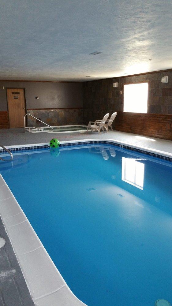 Capri Inn & Suites: 3721 N 6th St, Beatrice, NE