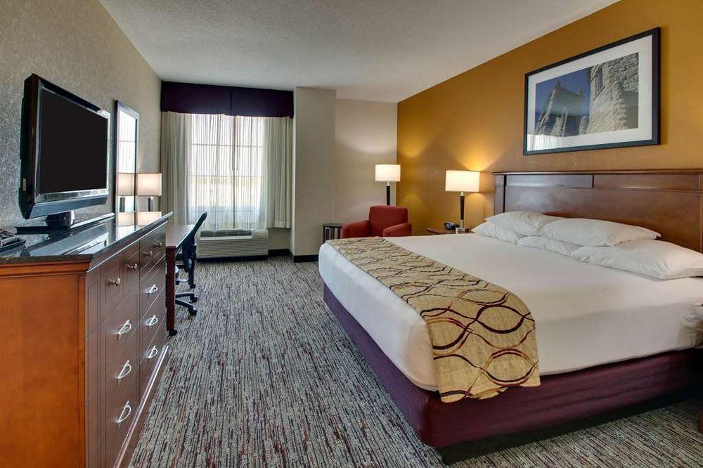Drury Inn & Suites: 820 Trenton Ave, Findlay, OH