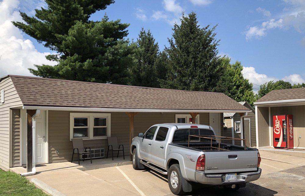 Deluxe Motel: 101 J St, Neligh, NE