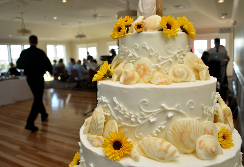 Our beautiful wedding cake with ivy scroll, white chocolate ...