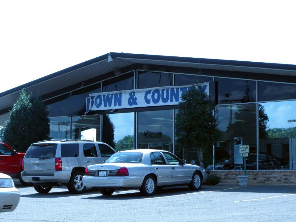 Hebert's Town and Country Ford Lincoln: 405 Industrial Dr, Minden, LA