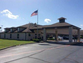 Super 8 by Wyndham Cleburne: 1707 W Henderson St, Cleburne, TX