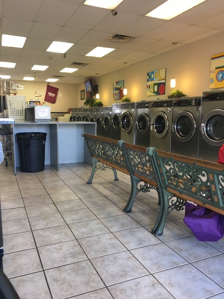 Ultra Coin Laundromat: 857 N Main Street Ext, Wallingford, CT