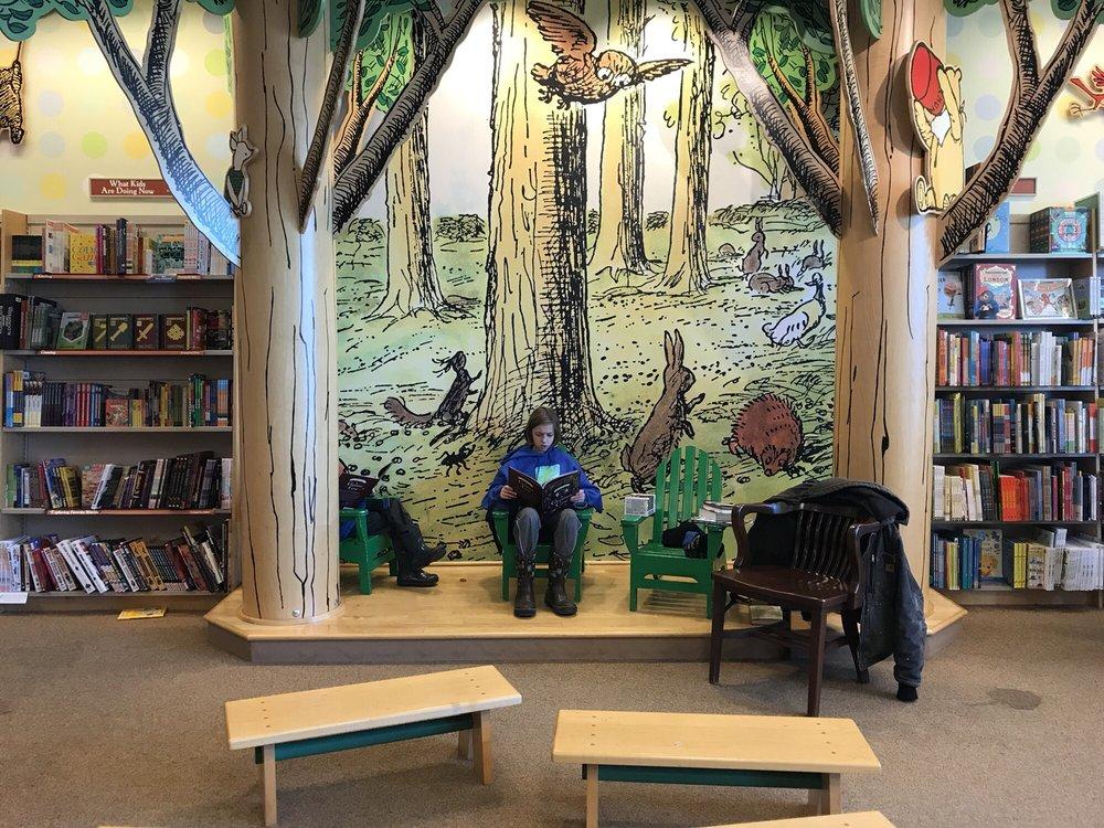 Barnes & Noble: 3195 28th St SE, Kentwood, MI