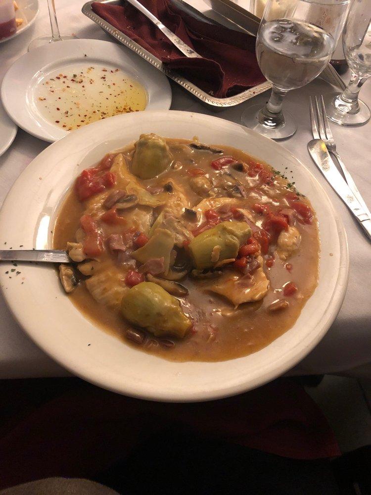 Mama's Pizza Pasta & Seafood: 587 Montauk Hwy, Oakdale, NY