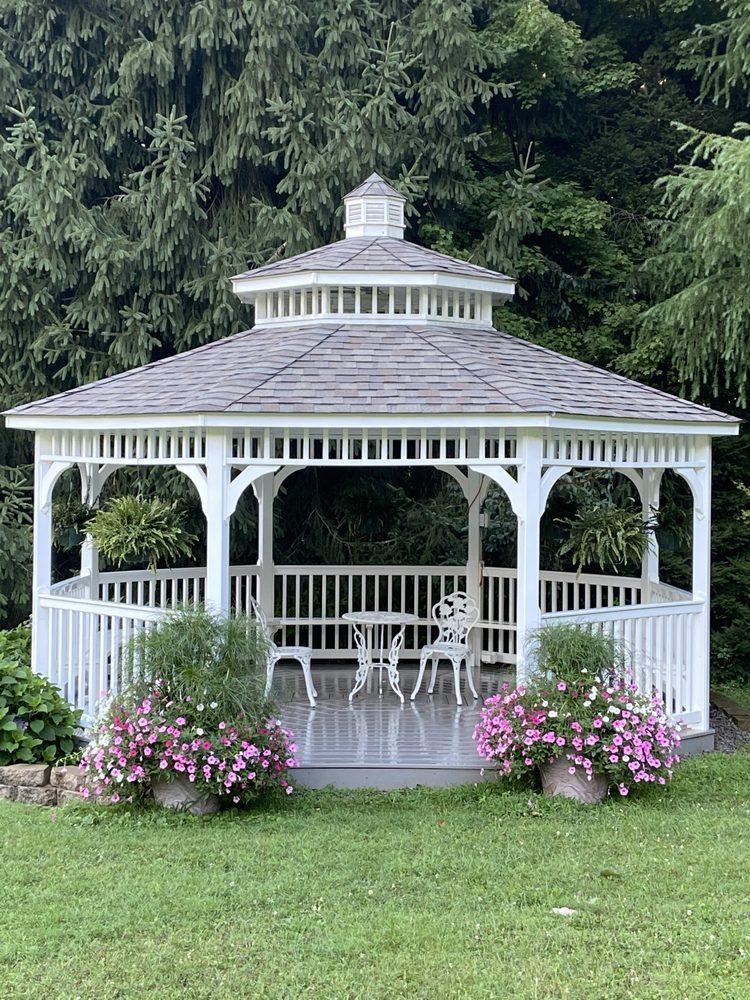 D J's Greenhouse: 1004 E Lake Rd, Transfer, PA