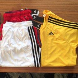 Adidas Outlet Store cerrada sports wear 200, 5761 Marine Way
