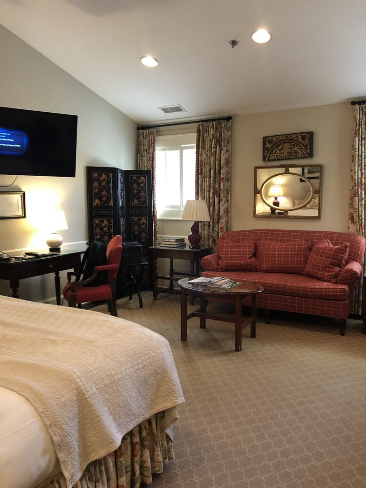 Old Edwards Inn and Spa: 445 Main St, Highlands, NC