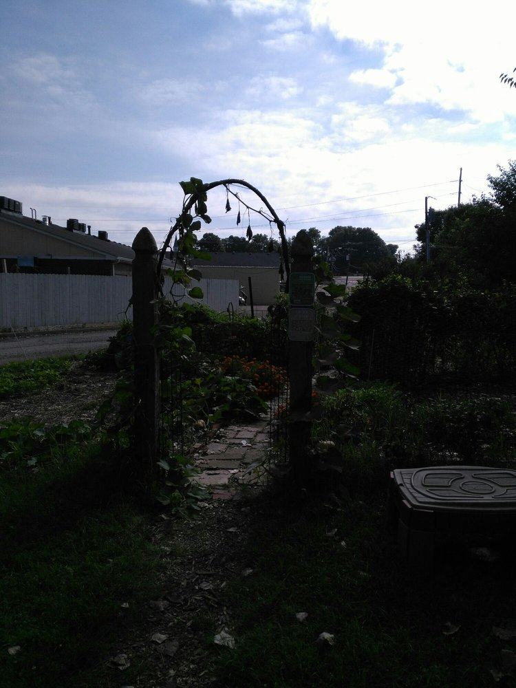 The Gleaning Garden: 622 S Rangeline Rd, Carmel, IN