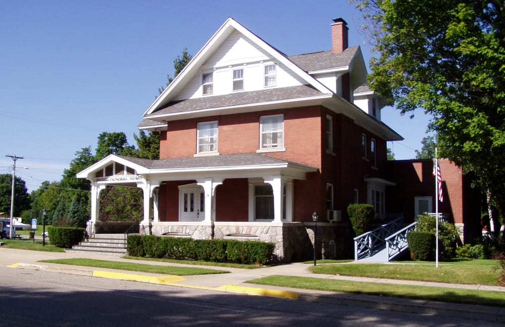 Harris Funeral Home: 267 N Michigan Ave, Shelby, MI