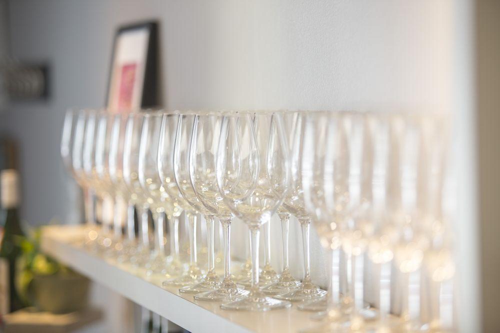 Zaza Nail & Wine Lounge