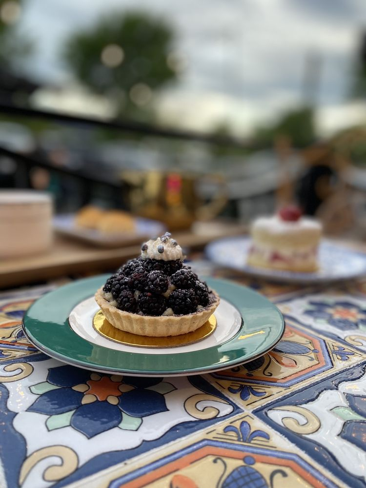 Chateau De Chantilly Cafe: 13974 Metrotech Dr, Chantilly, VA