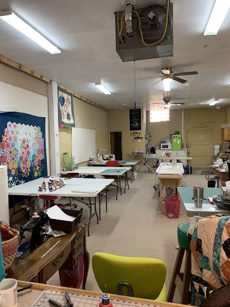Painted Desert Quilts: 206 Navajo Blvd, Holbrook, AZ