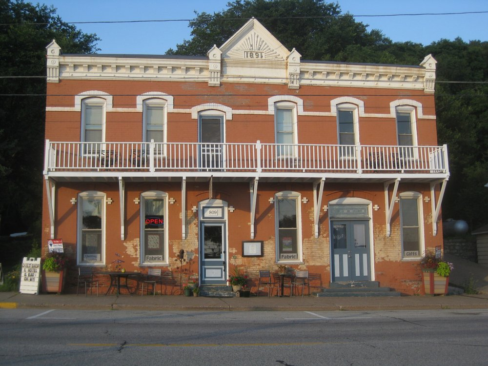 Burlington Hotel: 809 N Main St, Alma, WI
