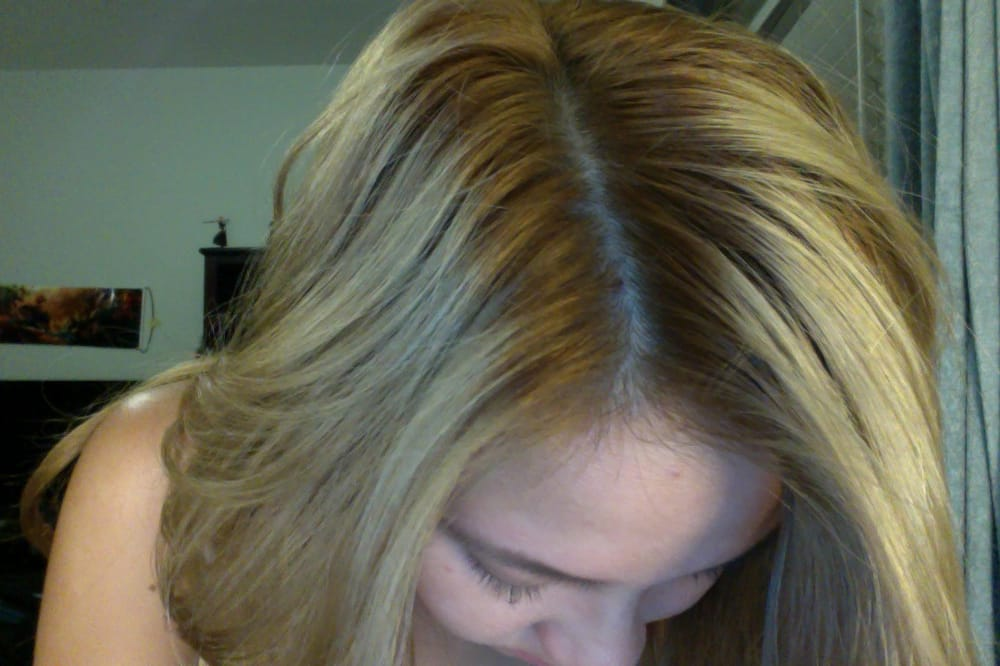 so two weeks after my visit to the salon, my roots are still orange ...