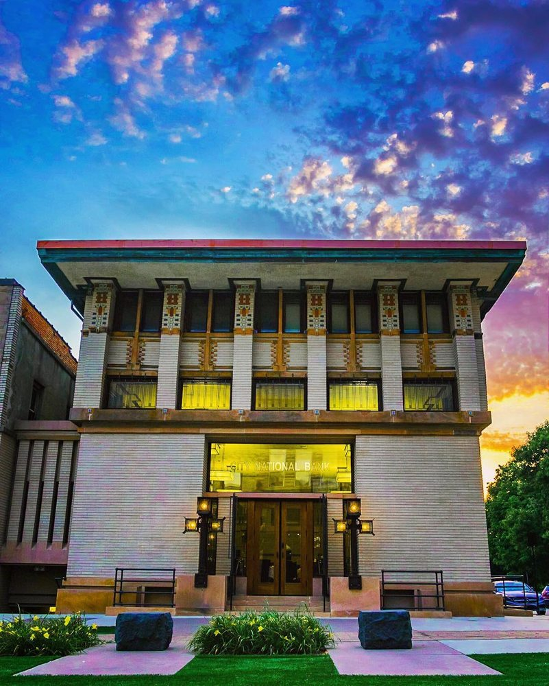 Mason City Visitor Information Center: 2021 4th St SW, Mason City, IA