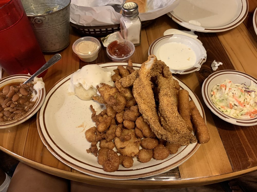 R & K Cafe: 101 S 1st St, Grandview, TX