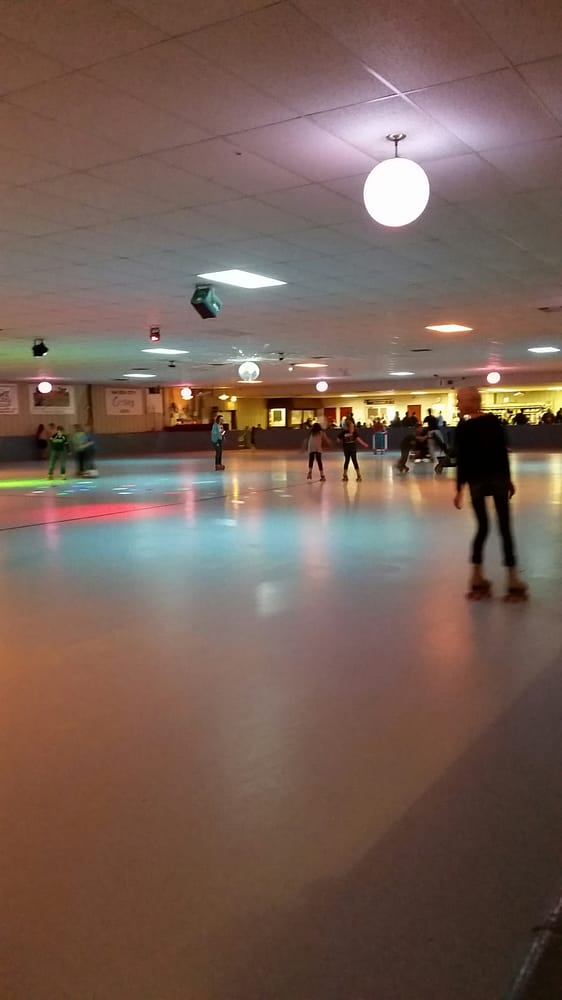 Roller City Skating Rink: 600 2nd St NW, Mason City, IA