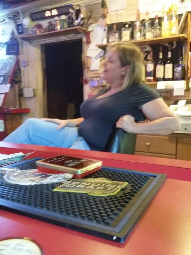 Crooked River Lounge: 6011 Charlie Smith Sr Hwy, Saint Marys, GA