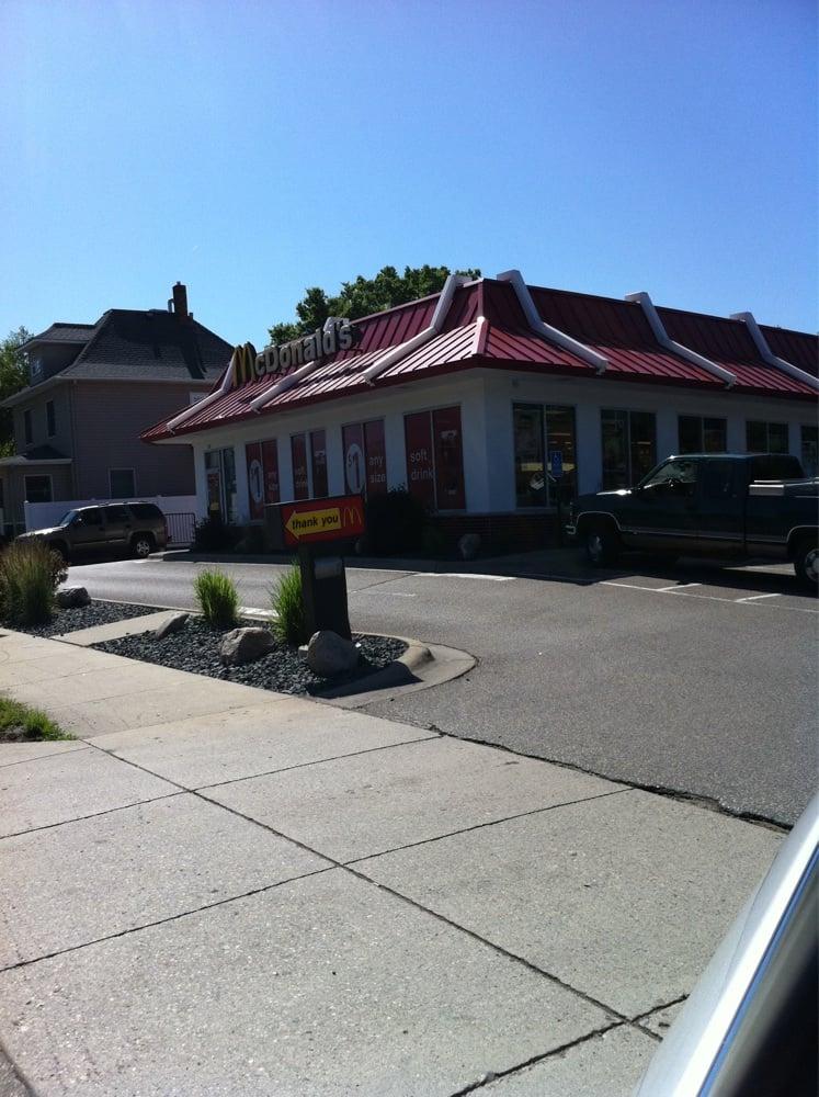 McDonald's: 525 NW 4th St, Faribault, MN