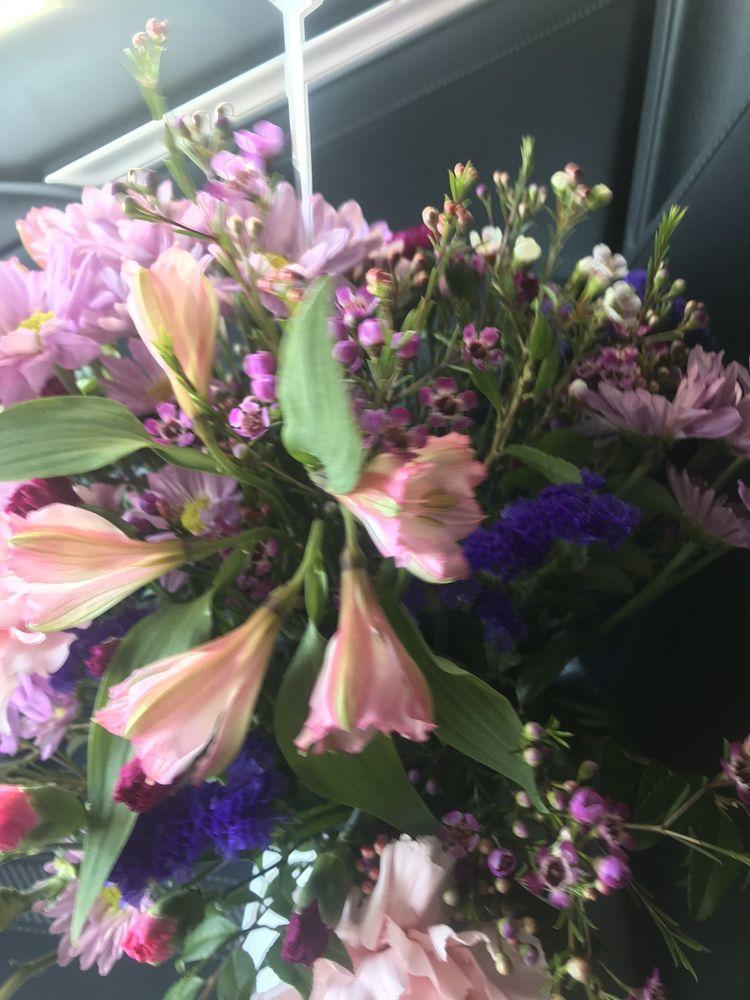 Coatesville Flower Shop: 259 E Lincoln Hwy, Coatesville, PA