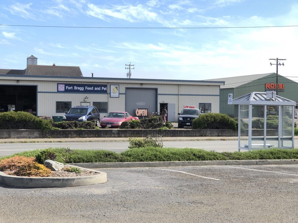 Fort Bragg Feed And Pet: 880 Stewart St, Fort Bragg, CA