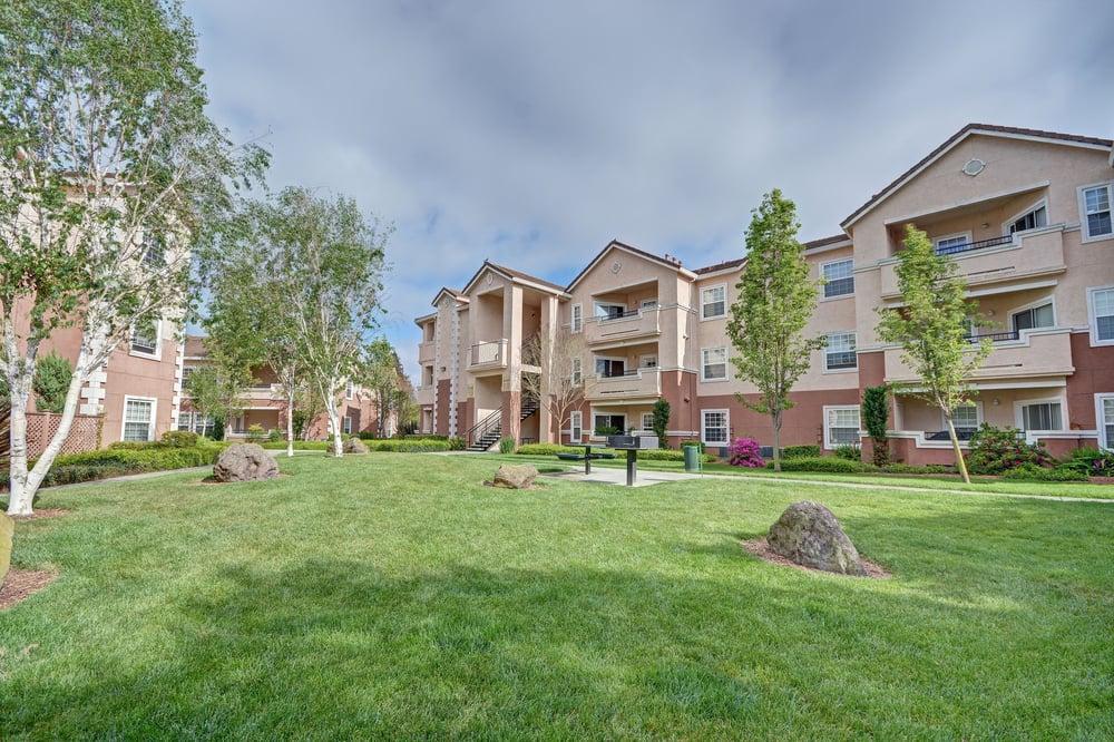 Redwood Creek Apartments