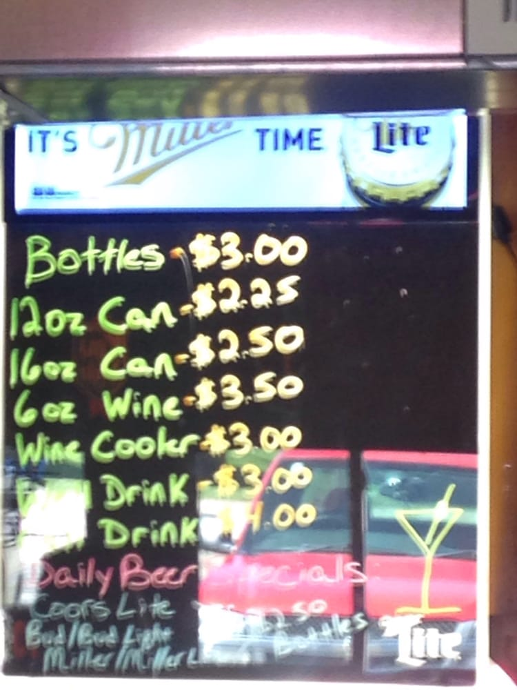 Louie's Pad Bar And Grill: 9002 Woodley Rs, Manito, IL