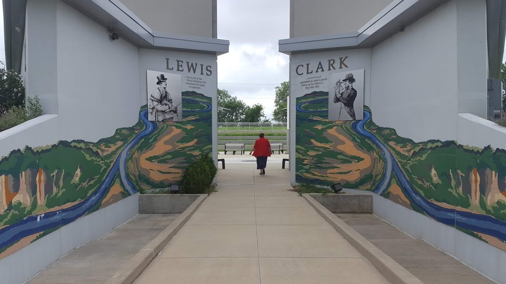 Lewis and Clark Confluence Tower: 435 Confluence Tower Dr, Hartford, IL