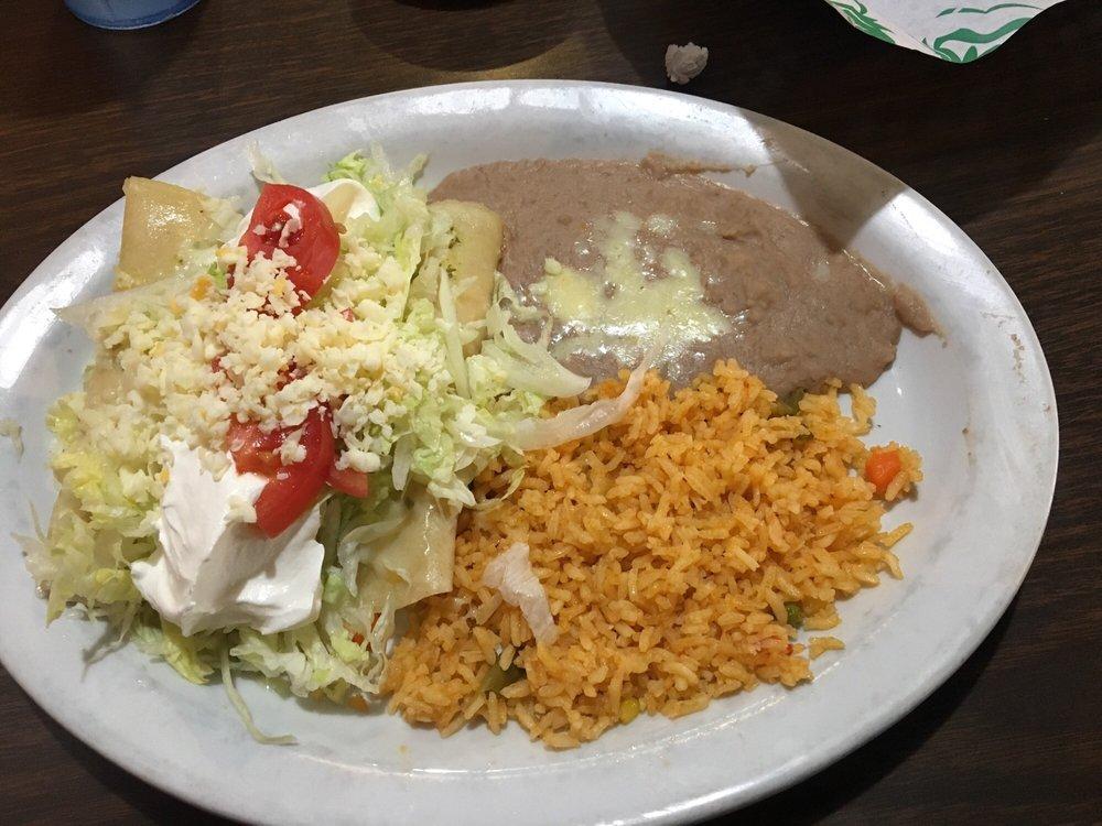 Lacosta Mexican Restaurant: 215 N Broadway Ave, Sylacauga, AL
