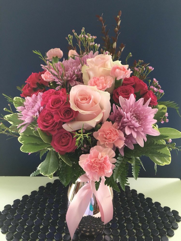 Rockcastle Florist: 100 S Main St, Canandaigua, NY