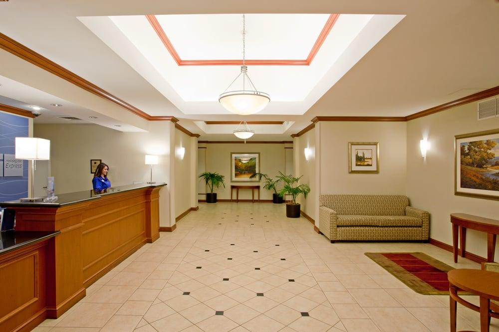 Holiday Inn Express & Suites Santa Clarita: 27513 Wayne Mills Pl, Valencia, CA