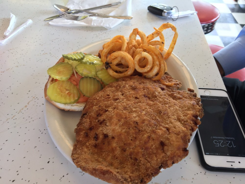 Dinky Diner: 104 NE 4th St, Decatur, IA