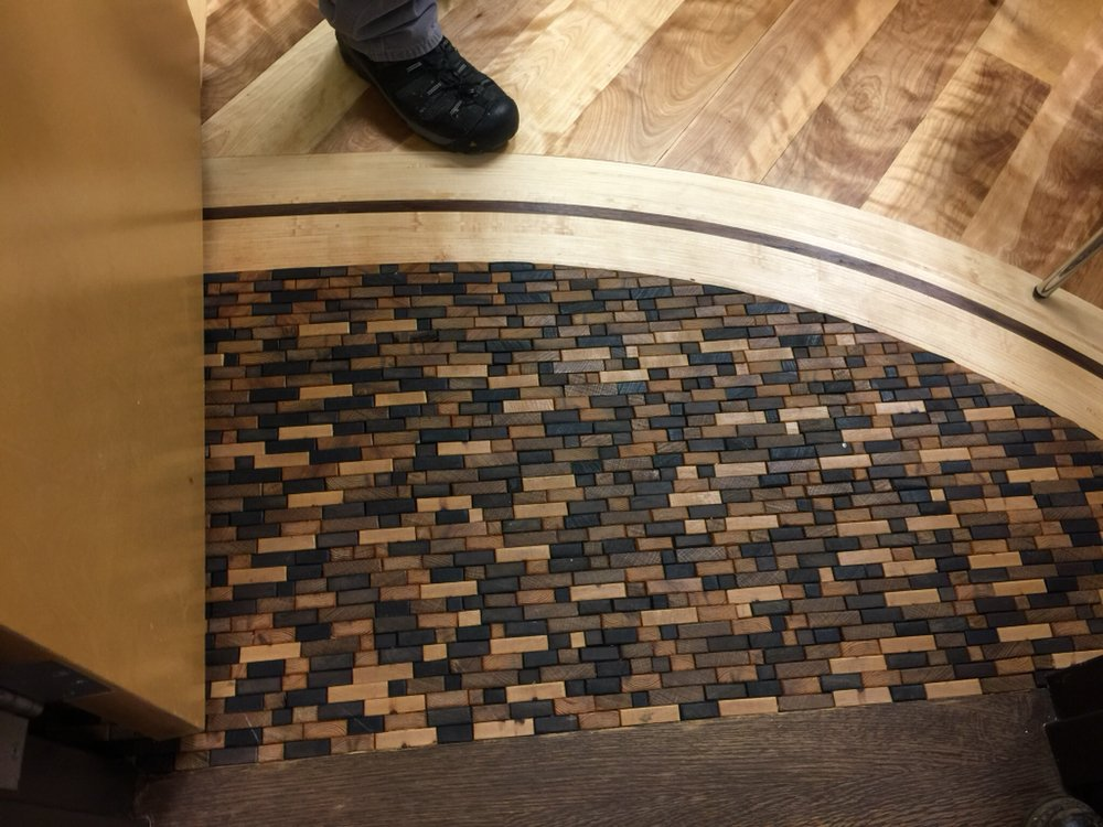 End Grain Mosaic With Maple Mahogany Curved Border And American - Curved tile border