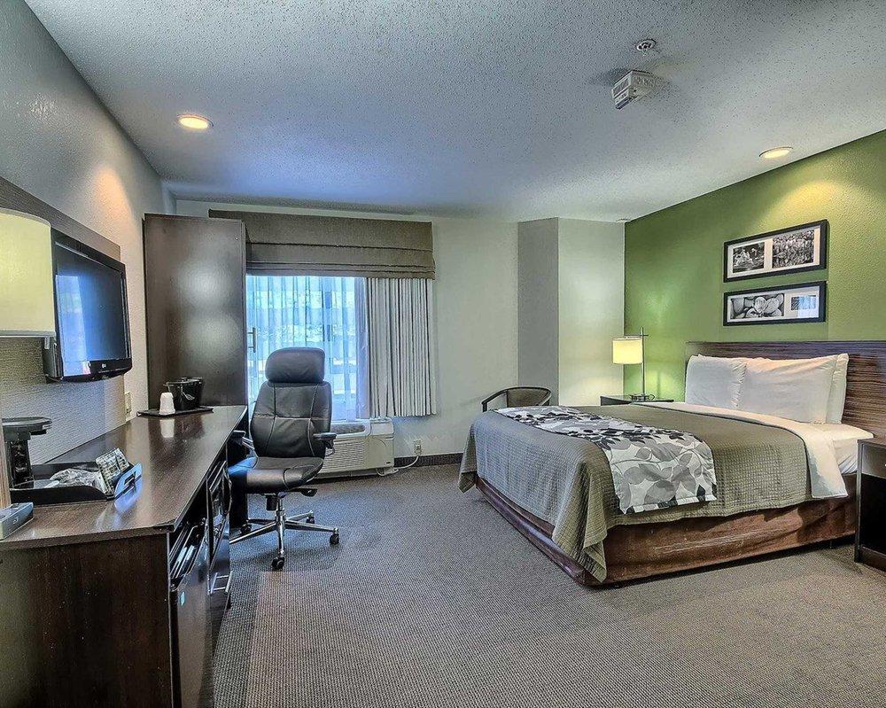Sleep Inn & Suites: 15 Goff Crossing Drive, Cross Lanes, WV
