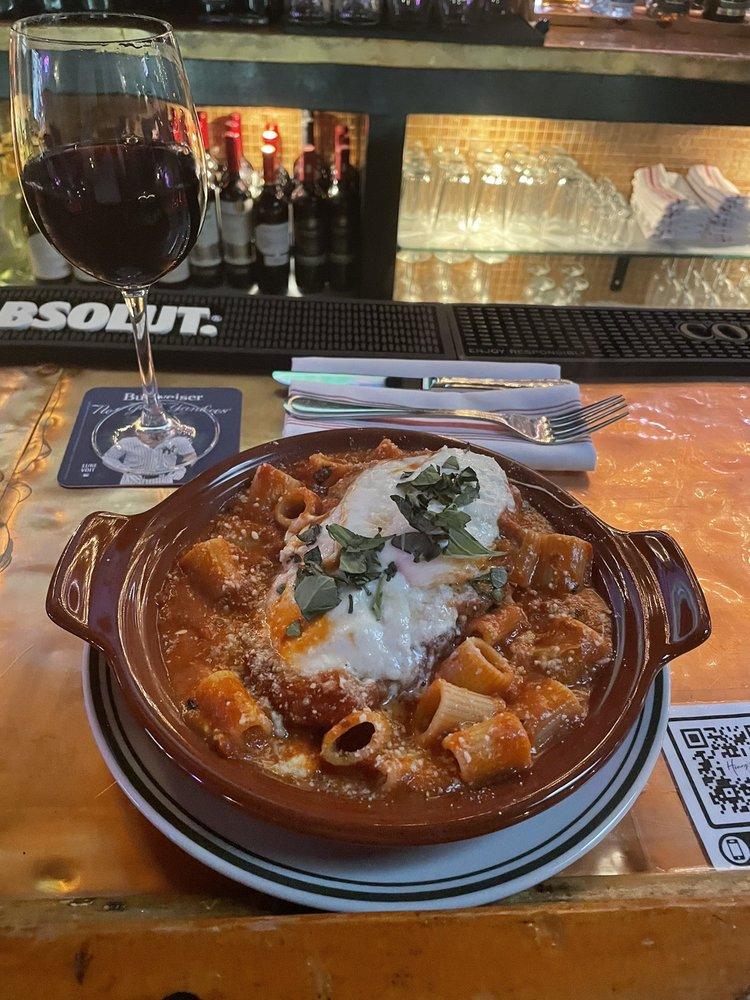 Henry's Bar & Grill: 32 Palmer Ave, Bronxville, NY