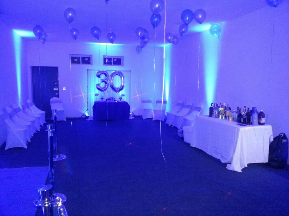 Queens party halls venues event spaces 114 36 for Small room for party